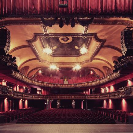 3_-_Le_Trianon_-_Le_Theatre_assis_de_puis_scne_c_Franck_Bohbot-435x435