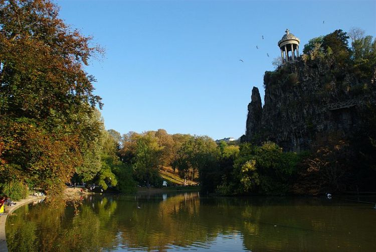 Buttes_Chaumont_autumn_01