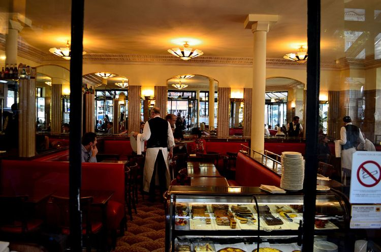 Cafe_de_Flore,_Paris_4_June_2015