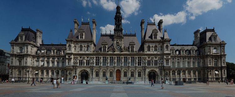 1280px-Hôtel_de_ville_de_Paris_(panoramique)